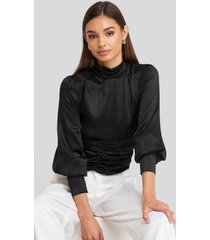 na-kd party polo wide cuff blouse - black