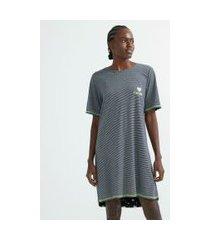camisola curta em viscolycra listrada com bordado frontal e costuras contrastantes | lov | preto | p