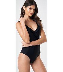 andrea hedenstedt x na-kd v-neck frill swimsuit - black