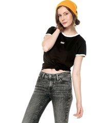camiseta negro-blanco levis