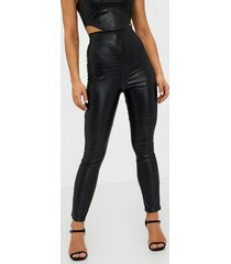 nly one croc leather look pant byxor