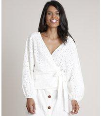blusa feminina transpassada em laise manga longa decote v off white