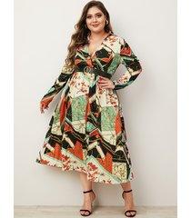 vestido con cuello en v profundo y estampado de bufanda plisada multicolor