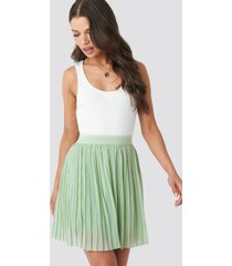 na-kd mini pleated skirt - green