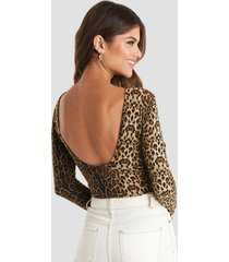 na-kd party leo deep back body - brown,multicolor