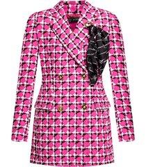 coat with foulard