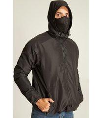 chaqueta oscura con tapabocas-s