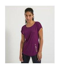 camiseta esportiva manga curta estampa lateral let's make it com recortes   get over   roxo   m