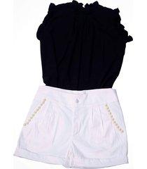 shorts liminha doce branco e blusa preta