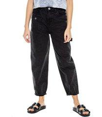 pantalón mom fit high waist tipo cargo teñido old wash color blue