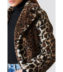 na-kd trend faux fur leo coat - multicolor