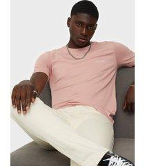 calvin klein cotton chest logo t-shirt t-shirts & linnen pink