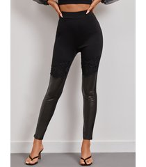yoins leggings negros de piel sintética con retazos de encaje