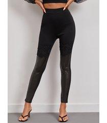 yoins leggings de piel sintética de retazos de encaje negro