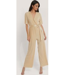 na-kd pleated tie jumpsuit - beige