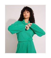 blusa ampla texturizada manga bufante gola alta verde
