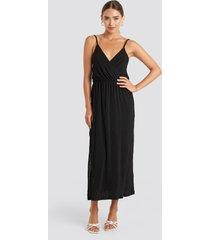 na-kd plisse wrap midi dress - black