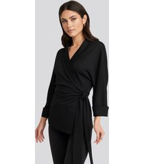 na-kd trend belted wrap lounge jacket - black