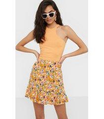 pieces pcavianna mw skirt oc minikjolar