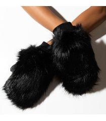 akira cindy lou who faux fur mitten