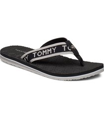 th embossed flat beach sandal shoes summer shoes flip flops svart tommy hilfiger