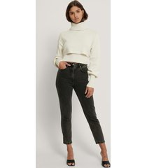 danaë x na-kd ekologiska figursydda mom-jeans - black