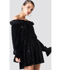 na-kd party off shoulder velvet smock dress - black