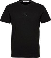 ck sliced back graphic tee t-shirts short-sleeved svart calvin klein jeans