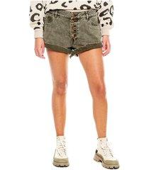 slouchy shorts tiro bajo con ruedo desflecado y botones externos color blue