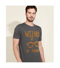 camiseta masculina harry potter flocada manga curta gola careca cinza mescla escuro