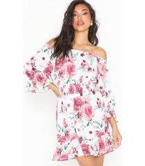 nly trend frill off shoulder dress loose fit dresses