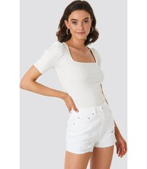 na-kd destroyed high waist denim shorts - white
