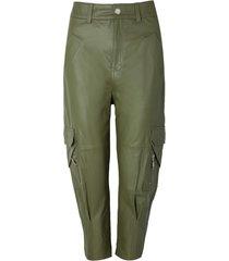 calça rosa chá julia couro verde militar feminina (verde militar, 50)