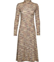 lydia dress 11130 knälång klänning brun samsøe samsøe