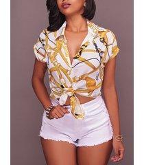 blusa casual de manga corta con cuello clásico y estampado de cadena