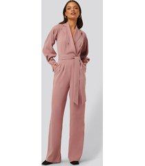 na-kd classic jumpsuit med ballongärmar - pink