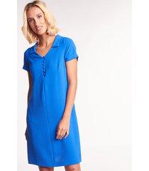 niebieska sukienka z kołnierzykiem