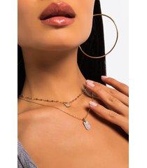 akira lip locked layered necklace