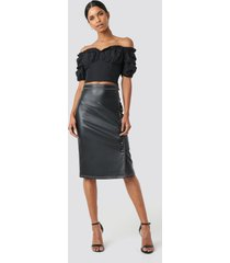 anna nooshin x na-kd front button contrast faux leather skirt - black