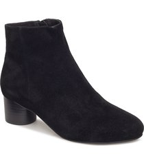 aya s shoes boots ankle boots ankle boots with heel svart shoe the bear