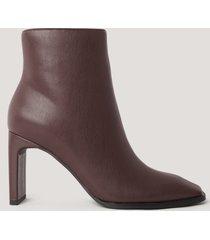 na-kd shoes boots med fyrkantig, lutande tå - brown