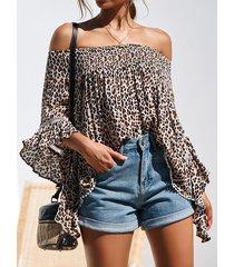 blusa de manga larga con hombros descubiertos y leopardo marrón