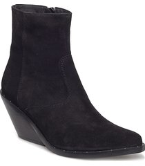 evie black suede shoes boots ankle boots ankle boots with heel svart henry kole