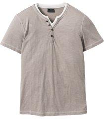 t-shirt med farfarskrage i 2-i-1-design