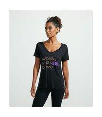camiseta esportiva em viscose com gola v e estampa frase | get over | preto | m