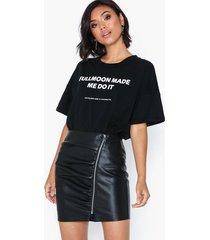 only onlviga faux leather skirt otw midikjolar