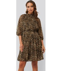 na-kd boho high neck elastic waist puff dress - brown,multicolor