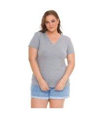 blusa t-shirts plus size decote v lisa. cinza