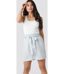 na-kd linen paper bag shorts - white,blue