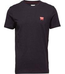 sign off tee t-shirts short-sleeved svart wrangler